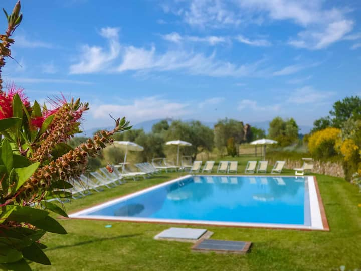 Oasi 1, apartment with pool and view. WiFi. Lucca