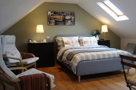 The Cotton Loft, Litton - private holiday studio.