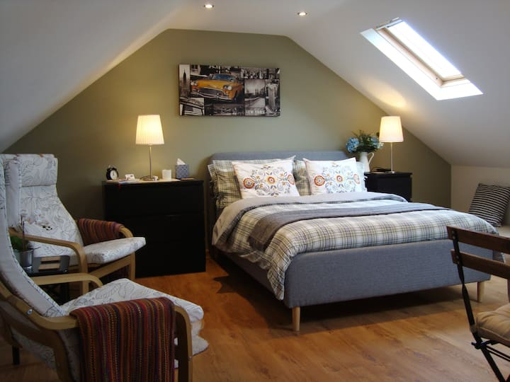 The Cotton Loft - Cosy, private holiday studio.