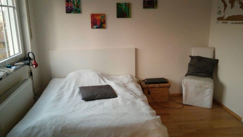 Ruhiges Zimmer, Ubahn 2 min - München - House