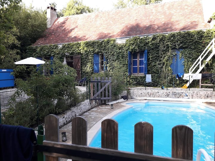 Véritable havre de paix  avec piscine chauffée