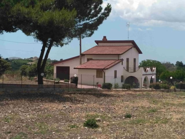 Villa in the middle of the Pines (Racalmuto - AG)