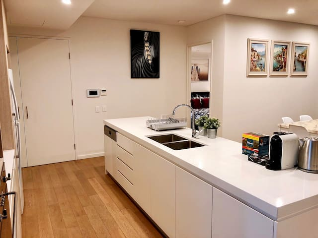 Mascot Central 3 Bedrooms Apartment