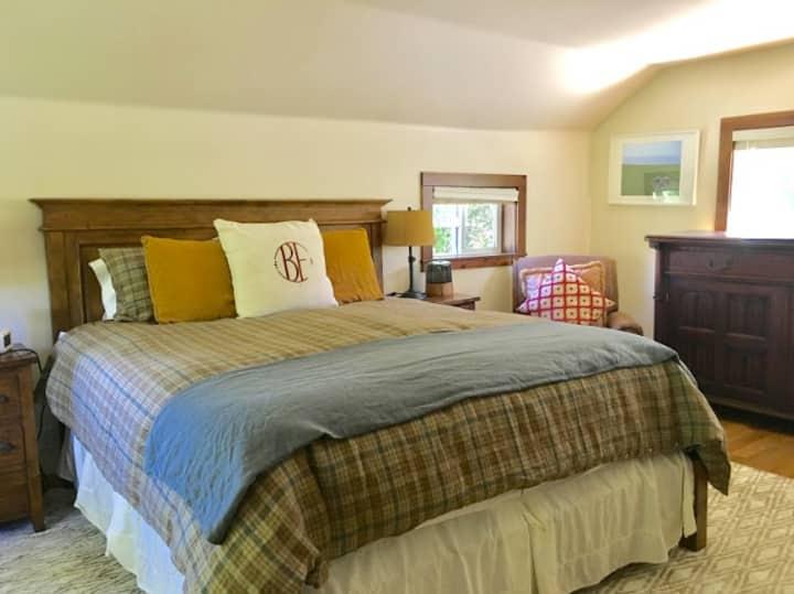 Farm Stay Inn-Farmhouse Orchard Room