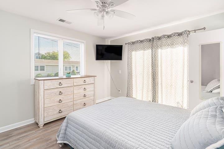Bedroom #5, Queen Bed