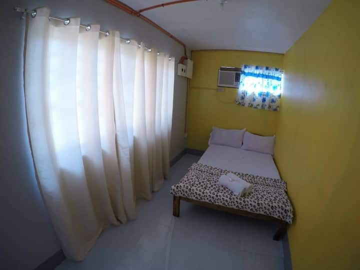 SBNB Yellow room