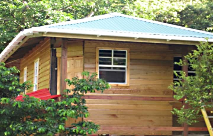 Tia's Cottages: Tree-house with 1 double bed