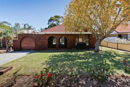Comfy private room near sunny Freo - Coolbellup