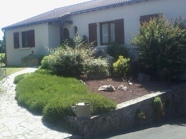 Maison dans les vignes - chambre disponible - Liré - Hus