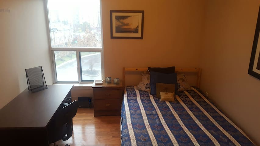 Well located shared condo! Parking & WiFi included - Mississauga