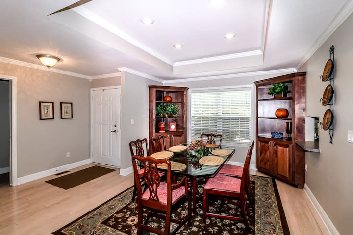 18844 - 4 Hendaye Way - A very nicely furnished 3 BATH home on Ponce De Leon Golf course, covered deck in Hot Springs Village Golf and Lake Resort