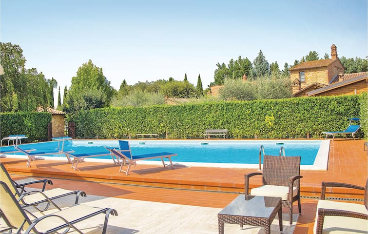 Holiday cottage with 2 bedrooms on 75m² in Castiglion del Lago PG