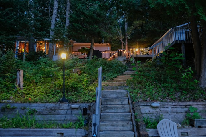 The Crescent Moon Cottage, 75 mins from Ottawa