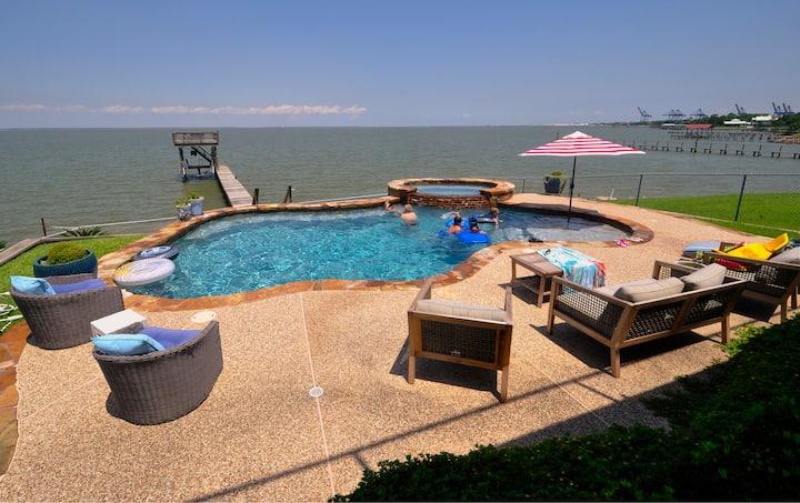 Apartment near Kemah Boardwalk; WIFI; Cable; Pool