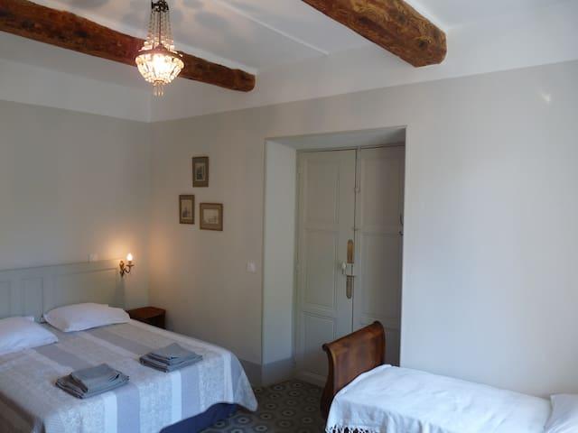 """""""Chez Lola"""" Chambre Cèdre dans demeure 19ème s. - Durban-Corbières - Appartement"""
