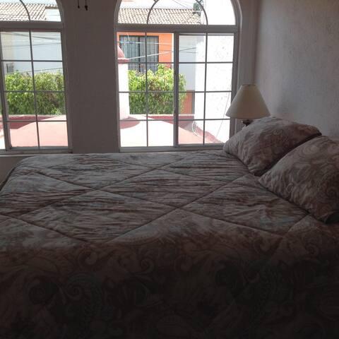 Habitación AA, En casa tranquila en Querétaro