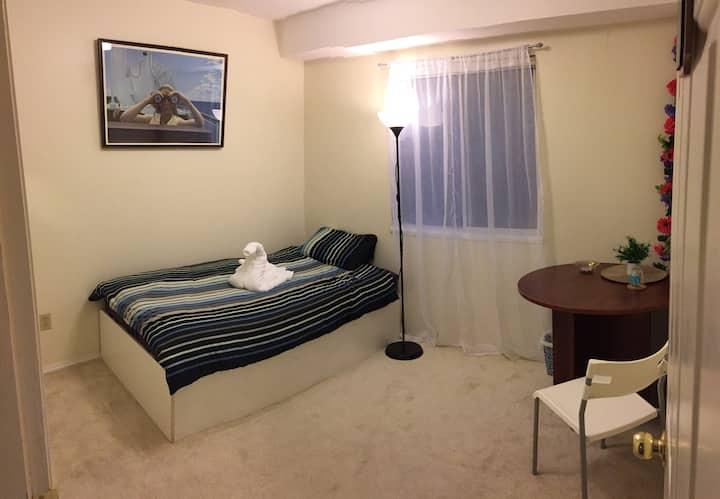 Cozy, small Room w/own bath near YVR & Canada Line