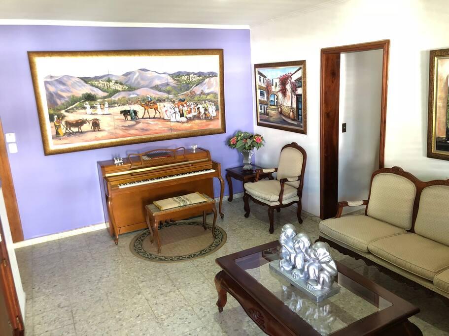 Common area. Piano and lobby
