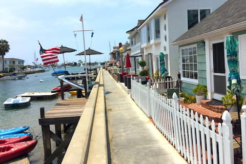 Family Waterfront Cottage w/ Kayaks + Paddleboards