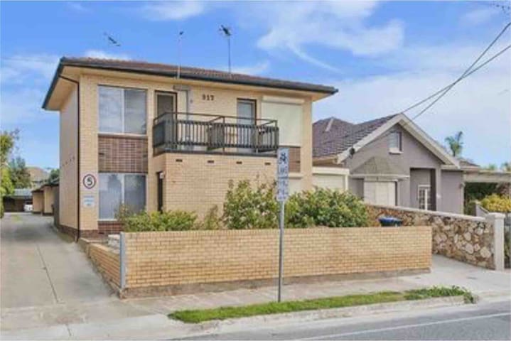 Beachside Townhouse fully self contained