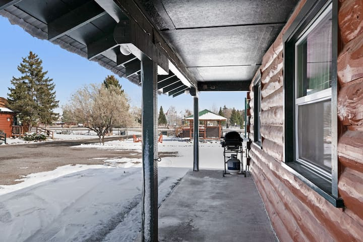Dog-friendly cabin w/ shared hot tubs, walk to dining & shopping - fun all year!