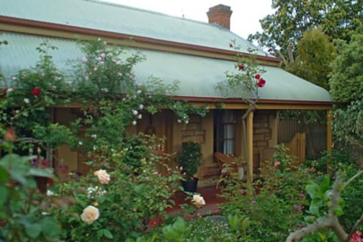 Citrus Cottage  in the heart of Historic Willunga.