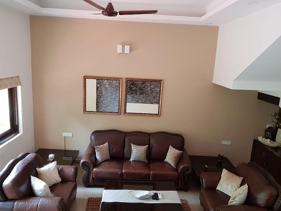 Sitting area / living room/ Tv room.