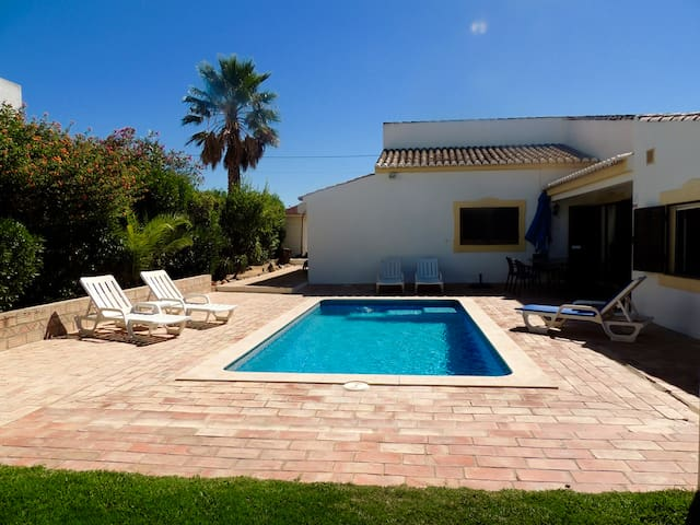 Beautiful villa - with pool! - Guia - Haus