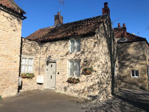 Cosy character cottage in heart of Pickering