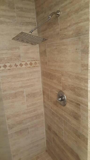 Walk in shower with 10 inch shower head