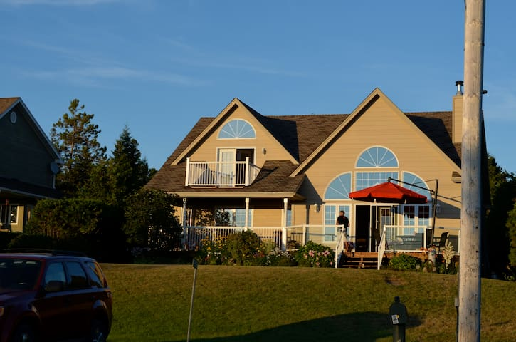 Luxury Beach House on Sauble Beach - Sauble Beach