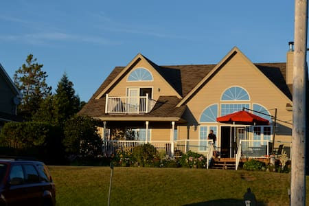 Luxury Beach House on Sauble Beach - Sauble Beach - House