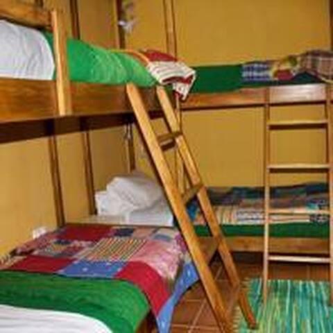 Cama em dormitório 2 - Sao Jorge - Bed & Breakfast