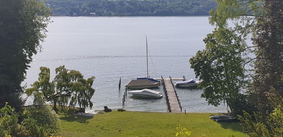 Eigener Steg und Liegewiese am Starnberger See