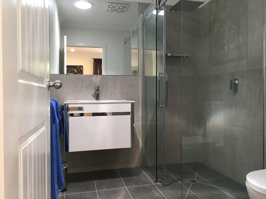 Luxurious Bathroom En-suite for first Bedroom