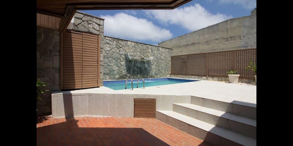 Parte do terraço com piscina  Desfrute desse espaço com prazer!