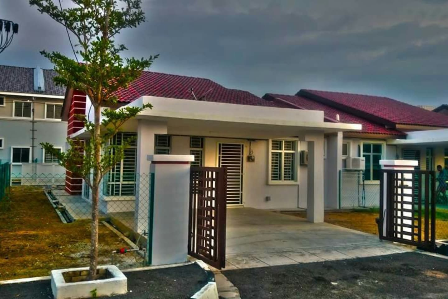 Semi-D Single Storey with 3 Rooms & Air Conditioned
