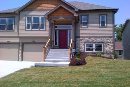 New House in West Lawrence! - 로렌스(Lawrence)