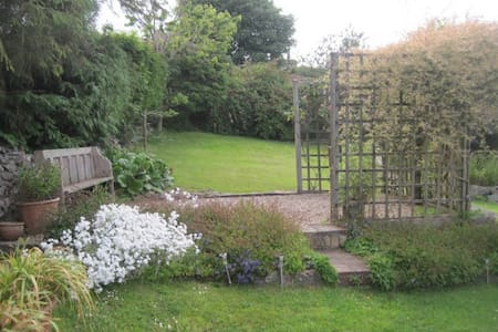 The cosy Garden Room at Penybryn - Brymbo - Bed & Breakfast