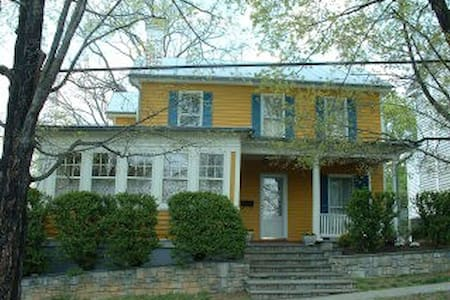 The Pumpkin House - Woodstock - Bed & Breakfast
