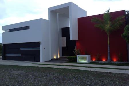 Gran comodidad, ubicación y relax - Colima