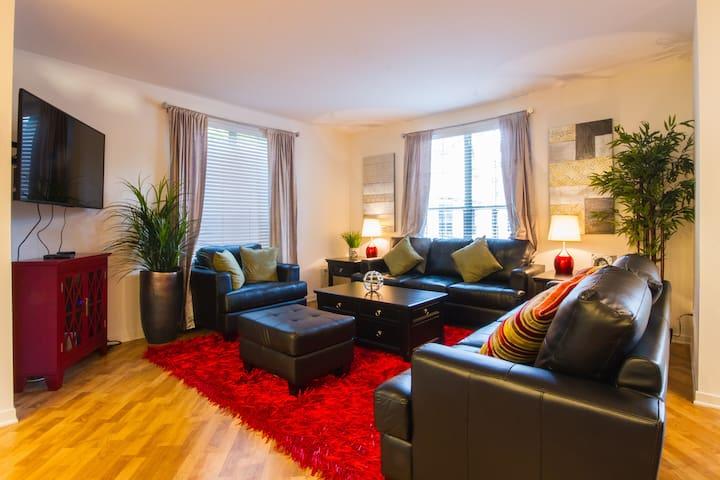 King Size Beds +  4K TVs + Fast Wi-FI - Irvine - Byt