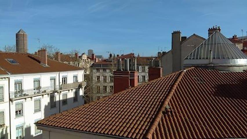 Appartement avec balcon - très central