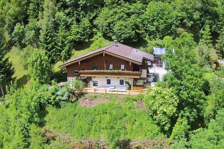 Soleada casa unifamiliar con una vista de cerca de Hohe Tauern Kaprun