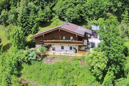 Zonnig gelegen appartement in Salzburgerland nabij skigebied