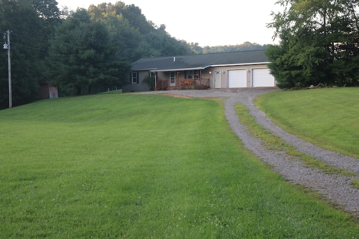 Big Sky Ranch House Adjacent to Old Man's Cave
