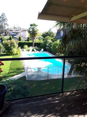 GRANDE MAISON  avec piscine entièrement privatisée