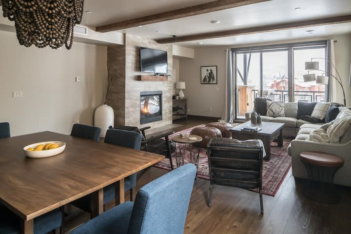 Modern Ski-Chic, Condo, with Lone Peak Mountain Views; just minutes from Big Sky