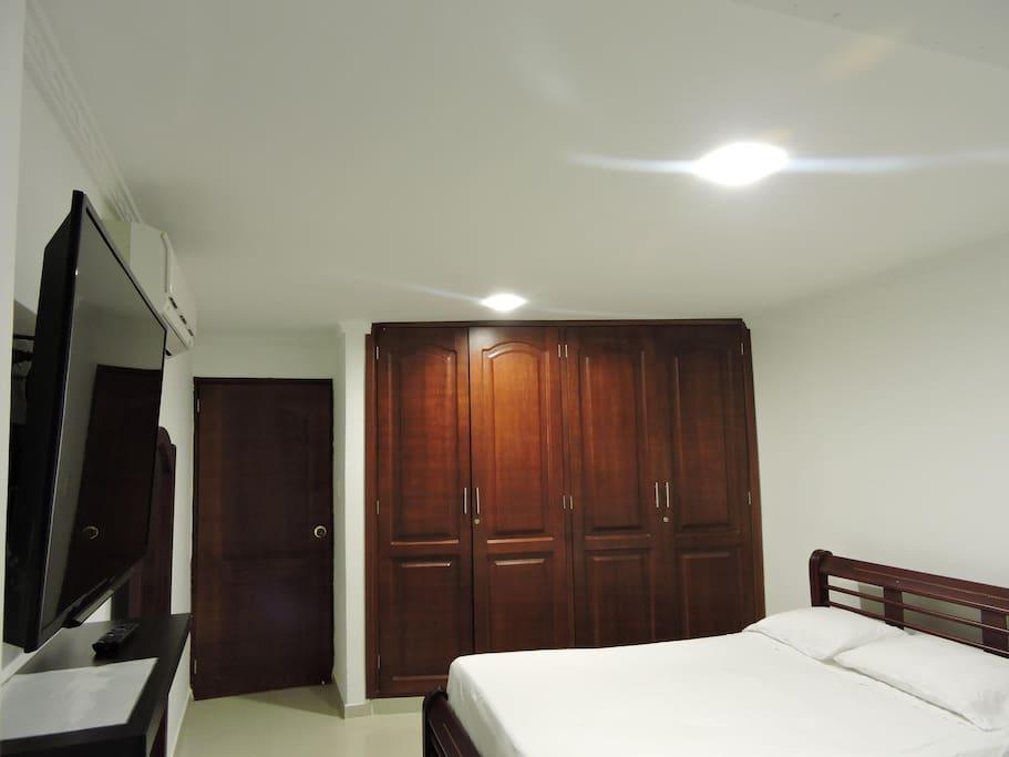 "habitacion 1 cama doble aire ac tv lcd 40"""