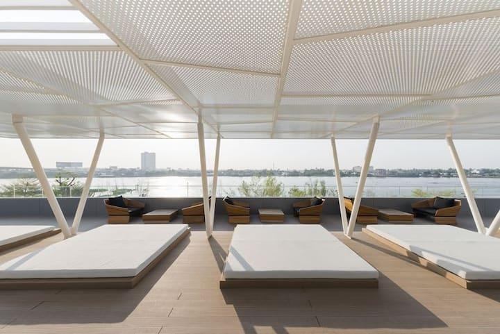 Luxury condominium Riverfront near MRT Purple Line